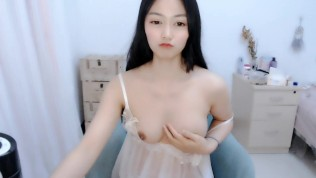 chinese pitite girl on webcam